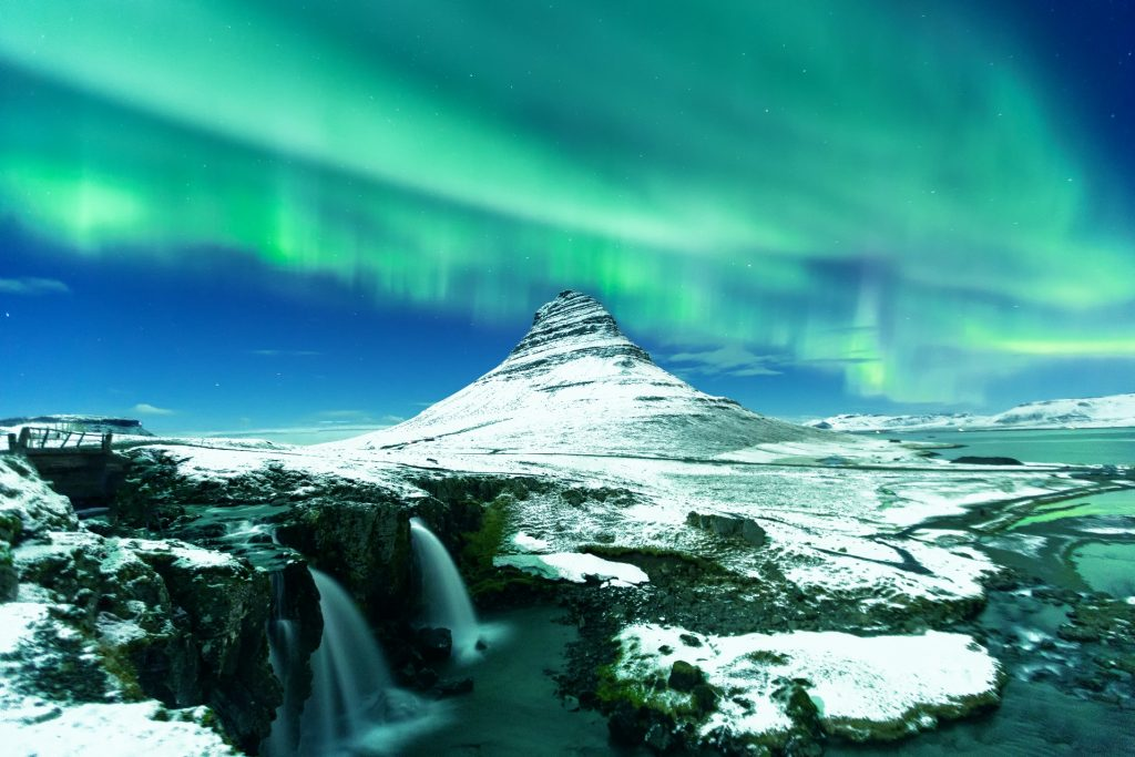 What is Iceland famous for Aurora Borealis