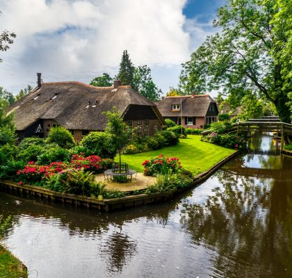 water-village-in-Giethoorn-Village-Scene