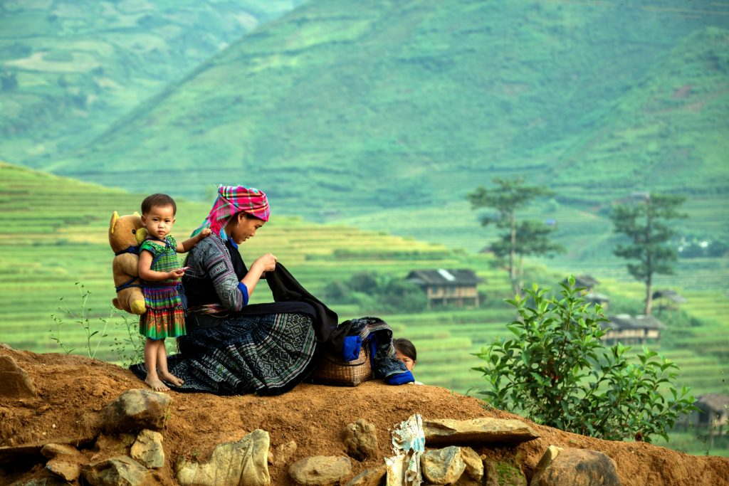 Vietnam Travel Guide Hmong-in-Vietnam-Mother-and-daughter