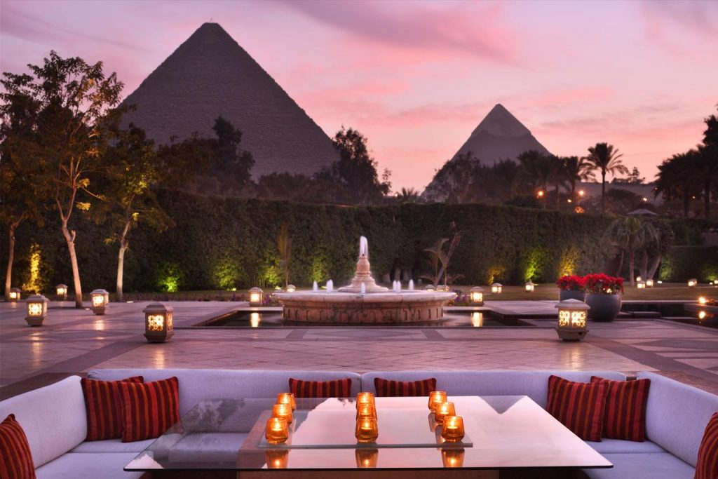 Marriott-Mena-House-hotel-pyramid-view